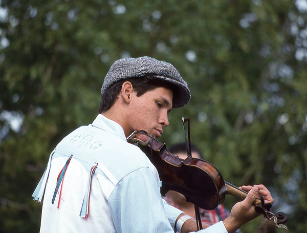 Master fiddler Kole Crook, who was killed in a plane crash travelling to Fort Good Hope in 2001. He was only 27. Photo by Fran Hurcomb