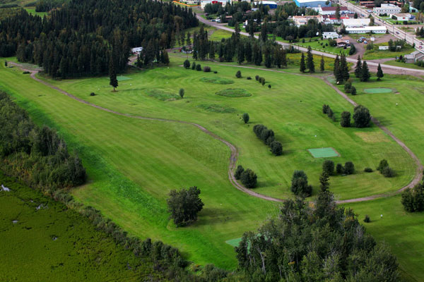 Fort Simpson boasts one of the North's greenest golf courses. Photo George Fischer/NWT Tourism