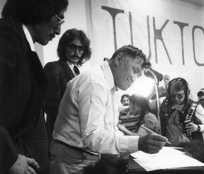 Billy Day signing the Inuvialuit Final Agreement in 1984. COURTESY IRC