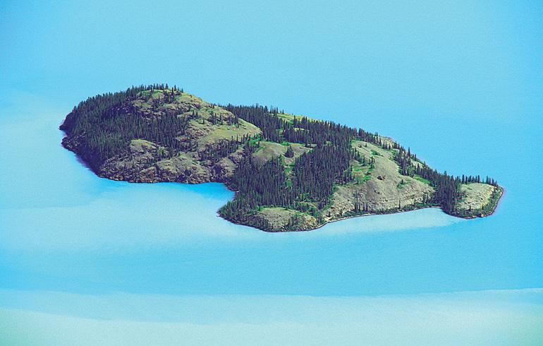 The brilliant blues of Kluane Lake.